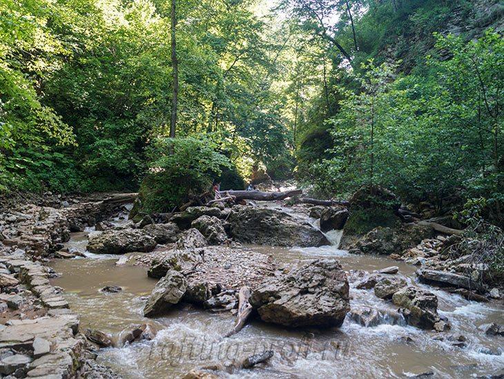 Водопады Ручья Руфабго 16