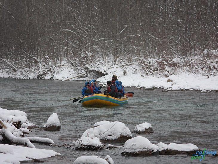 Рафтинг зимой по реке Белой 1