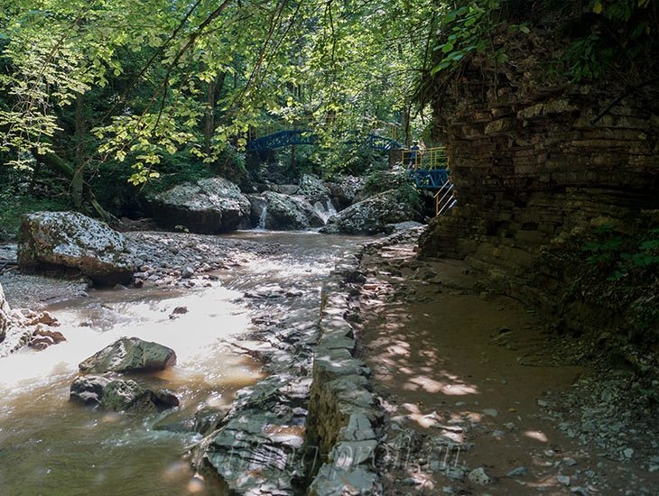 Водопады Ручья Руфабго 22