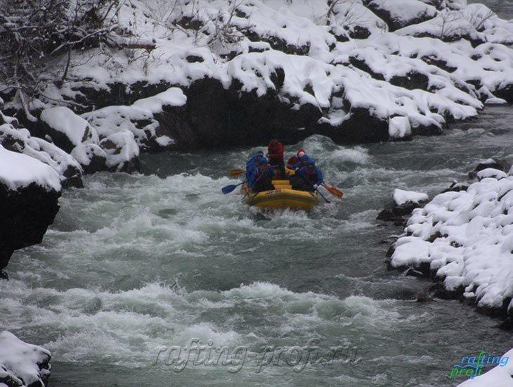 Рафтинг зимой по реке Белой 15