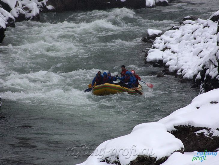 Рафтинг зимой по реке Белой 7