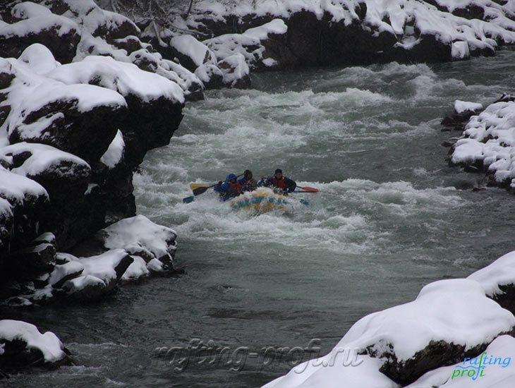 Рафтинг зимой по реке Белой 18